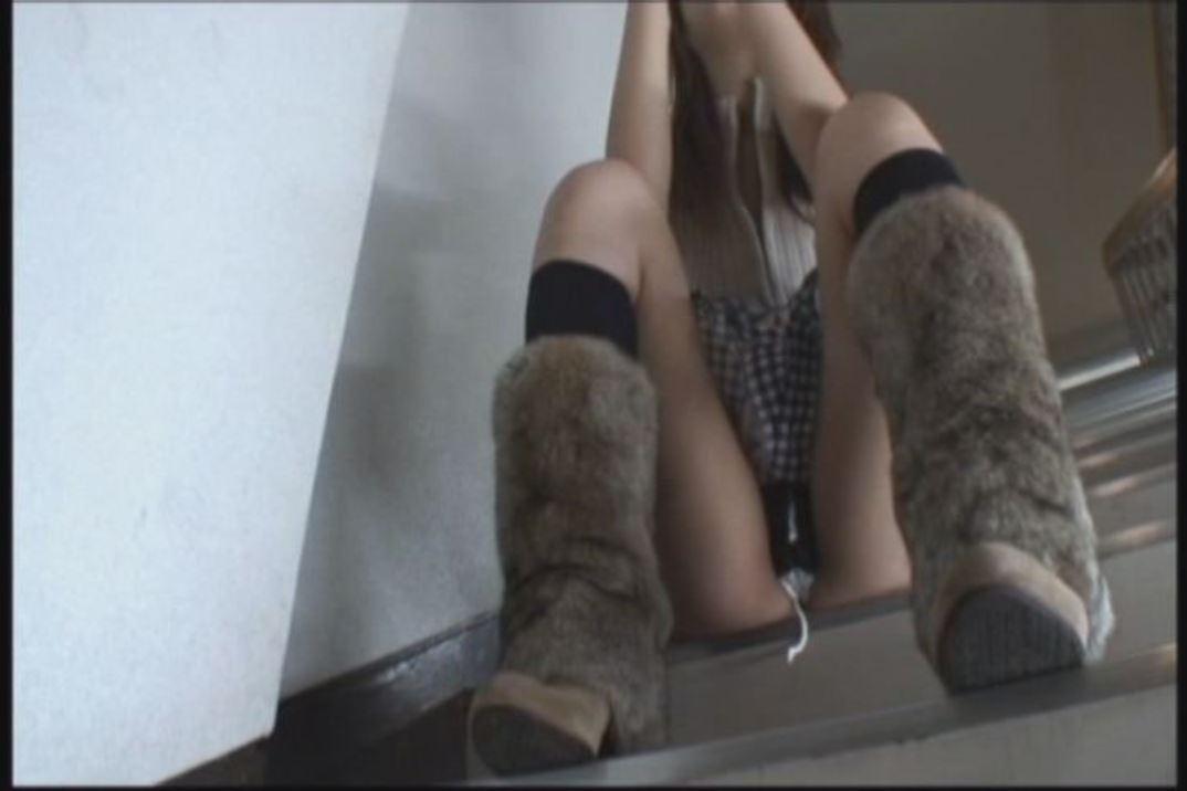 タンポンの紐がはみ出しているケチャマンパンツに拘ったパンチラ・パンモロフェチ動画!