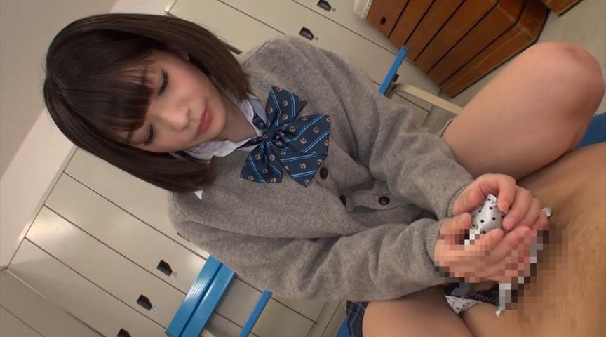 パンツプレイ好き必見!制服姿の麻里梨夏が清純派女子高生としてパンティを端の素褪せてくれるパンツフェチ動画!