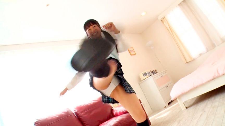 ミニスカJKと追いかけっこ!ひらひらと舞い上がるパンチラを堪能できるパンチラフェチ動画!